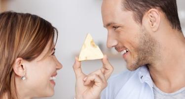 Completare un pasto con un pezzo di formaggio salvaguarda la salute dei denti.