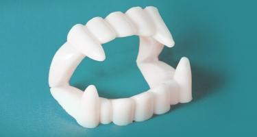 Denti bianchi da far paura? evita il fai-da-te, affidati ai professionisti.