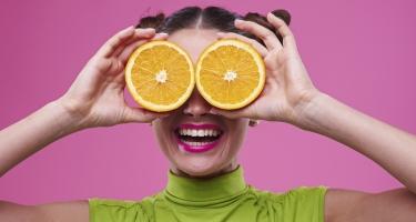 La vitamina C amica della salute del tuo sorriso.